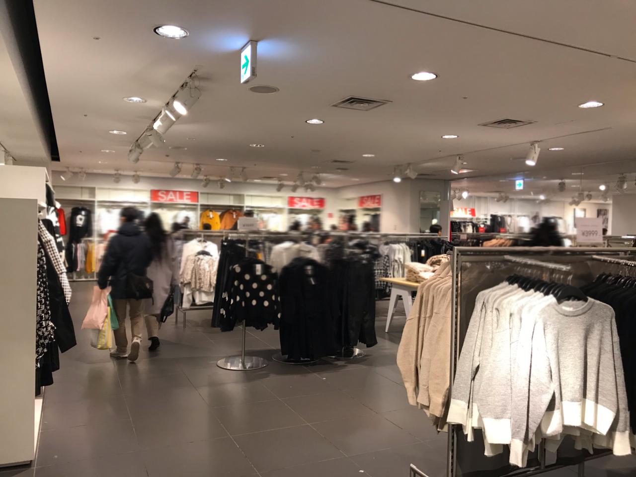 H&M店内イメージ